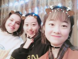 high-school-china-selfie-students